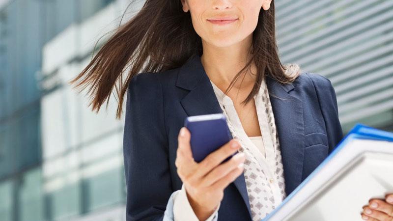 Donne in carriera o donne di casa? Ora ci si può sposare da sole